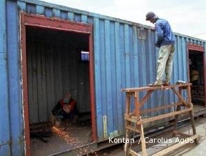 Memoles kontainer bekas jadi kantor dan toilet