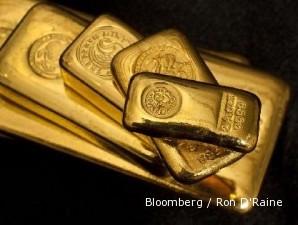Amerika dan Eropa jeblok, emas terus menyundul level tertinggi