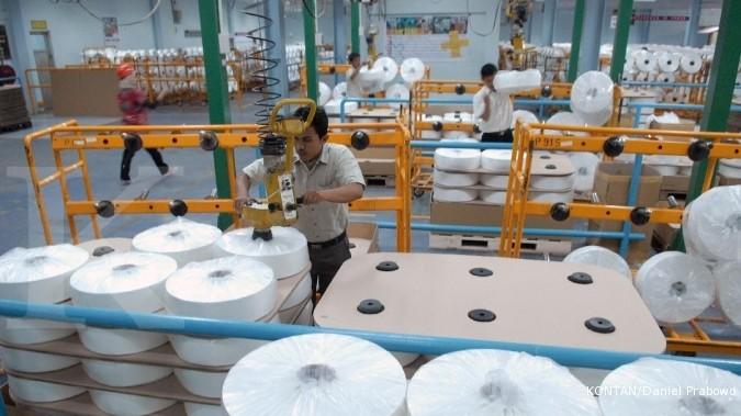 ADMG POLY INDR Binaartha: Hold saham produsen polyester