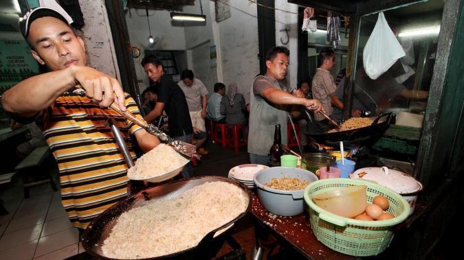 menjual nasi goreng