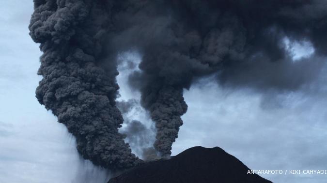 Gunung Gamkonora di Halmahera meletus