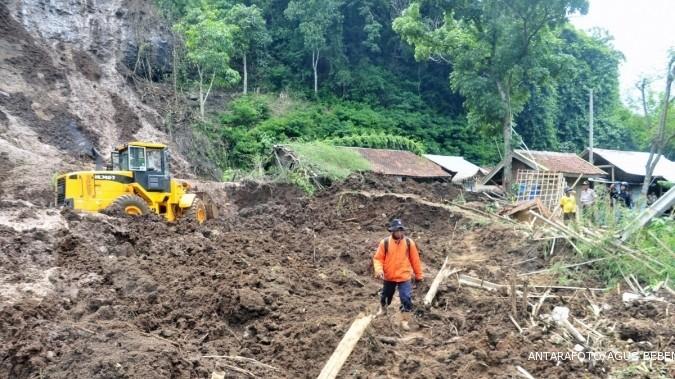 Longsor terjang empat daerah di Ranah Minang