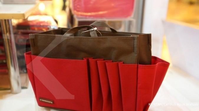 Mengantongi laba dari kreasi tas dalam tas