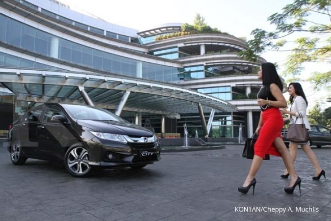 Pasar sedan mini mulai ngacir