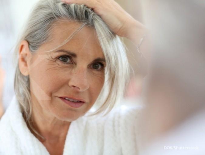 5 Cara menghilangkan kutu rambut, bisa pakai bahan alami