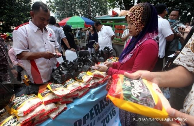 RNI sebar paket sembako di Semarang