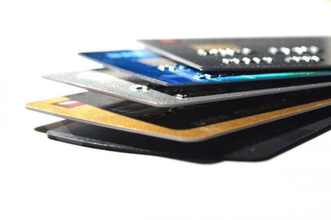 Tiga bank ingin menikmati bisnis kartu kredit
