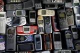 Wow, 300 ponsel bekas hasilkan 10 gram emas