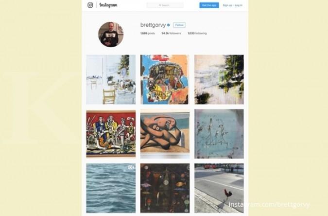 Mengamati & menawar benda seni dari smartphone