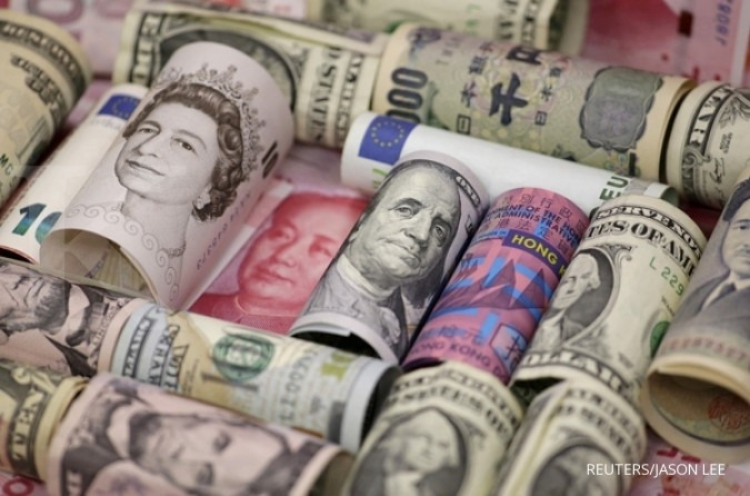 Yen gains but yuan, Aussie dip as U.S.-China trade war escalates