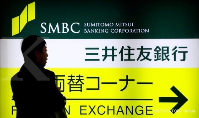 A man walks past a sign board of Sumitomo Mitsui Banking Corporation, part of Sumitomo Mitsui Financial Group Inc (SMFG) outside its branch in Tokyo, Japan, January 27, 2017. REUTERS/Toru Hanai