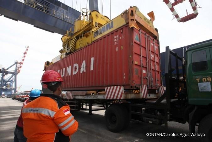 Kedatangan empat crane baru, Nusantara Pelabuhan (PORT) mengalihkan crane lama