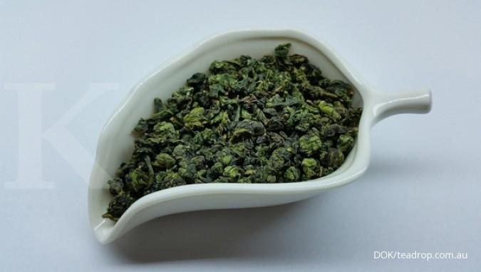 Salah satu manfaat teh hijau adalah bisa dimanfaatkan sebagai penumbuh rambut.