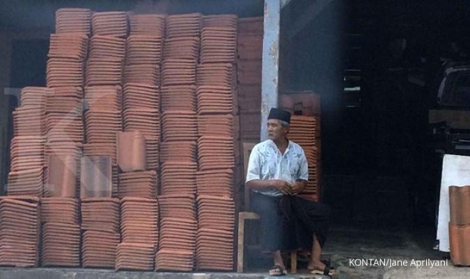 Menengok produksi genteng di Malang (1)