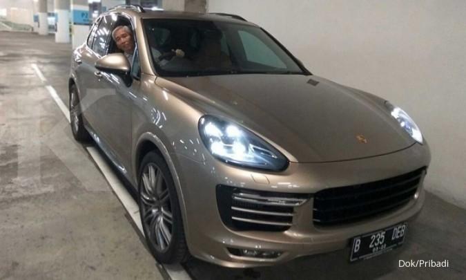 Lo Kheng Hong dan mobil Porsche