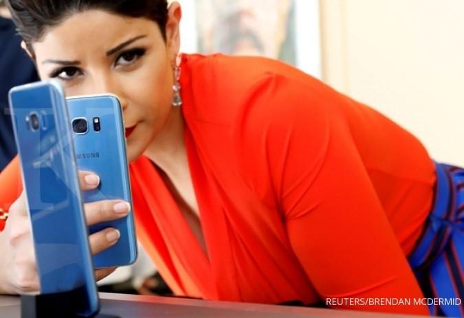 Rogoh Rp 7 juta, Samsung Galaxy C9 Pro di tangan