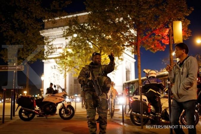 Teror Prancis, satu polisi tewas ditembak