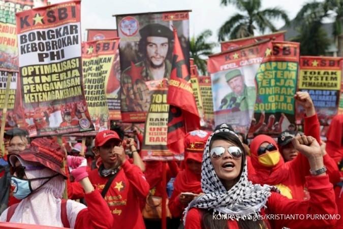 Ribuan buruh sambut Ade Kenzo di depan Istana