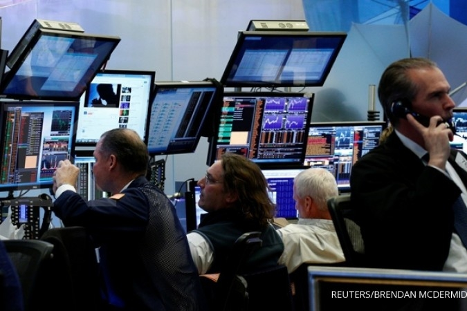 Kepercayaan pada Trump susut, Dow merosot 370 poin