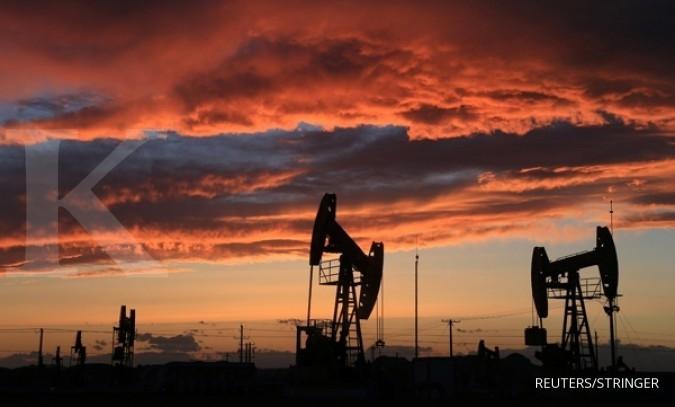 Pasokan minyak terus mengalir, minyak tertekan