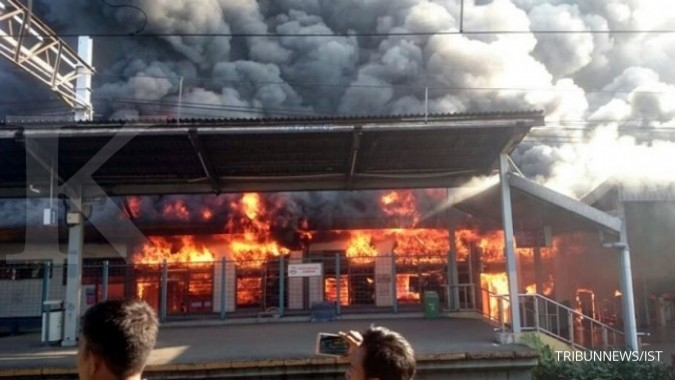 Kebakaran di St Klender, penumpang KRL terganggu