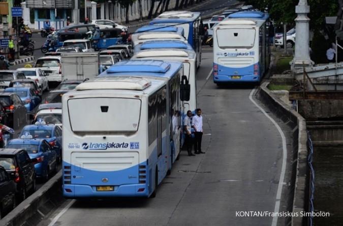 Direksi Transjakarta turun gunung layani penumpang