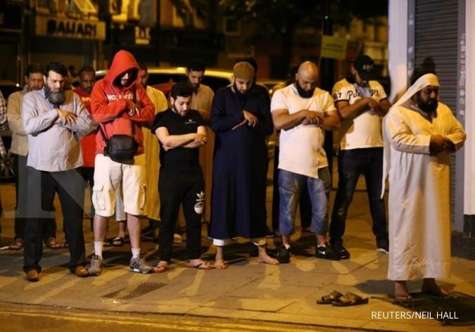 Van tabrak warga Muslim London, 10 terluka