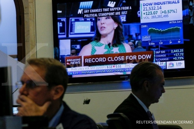 Dow Jones pertama kali sentuh level 23.000