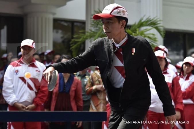 Jokowi bagikan sertifikat pada car free day