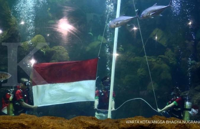 HUT RI, Ancol kibarkan bendera di dalam air