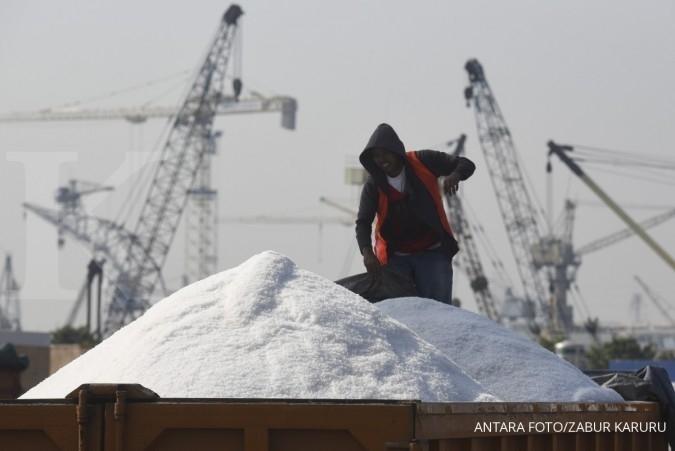 Izin impor belum keluar, stok garam industri menipis