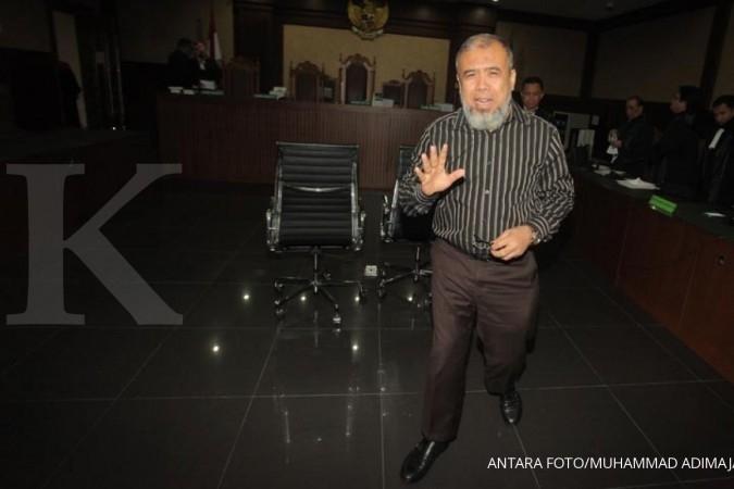 Dituntut 12,5 tahun, Patrialis ucapkan Innalillahi