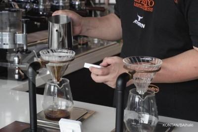 Lebih sehat cold brew atau kopi hitam biasa?