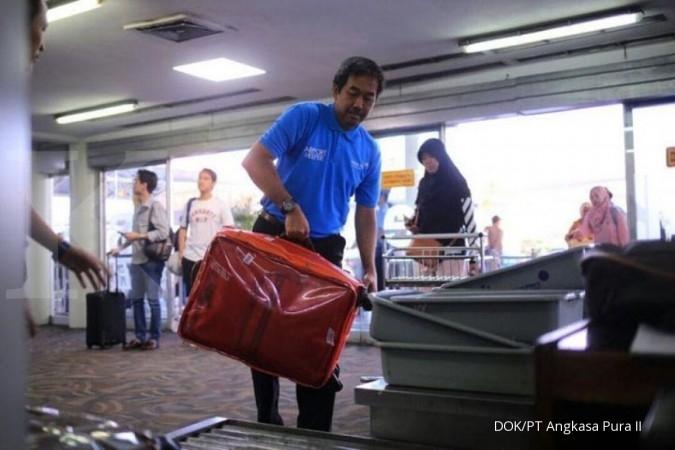 Saat Dirut AP II menyamar jadi airport helper...
