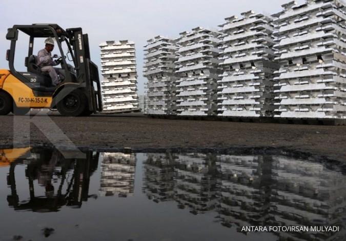 Penutupan pabrik mengilapkan harga aluminium