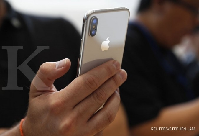 Apple apologizes after outcry over slowed iPhones