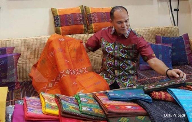 Merajut omzet ratusan juta dari kain tradisional