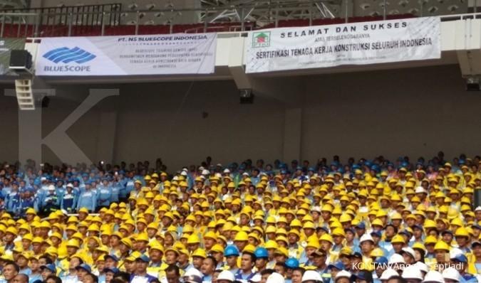 2 pekerja konstruksi dapat hadiah sepeda presiden
