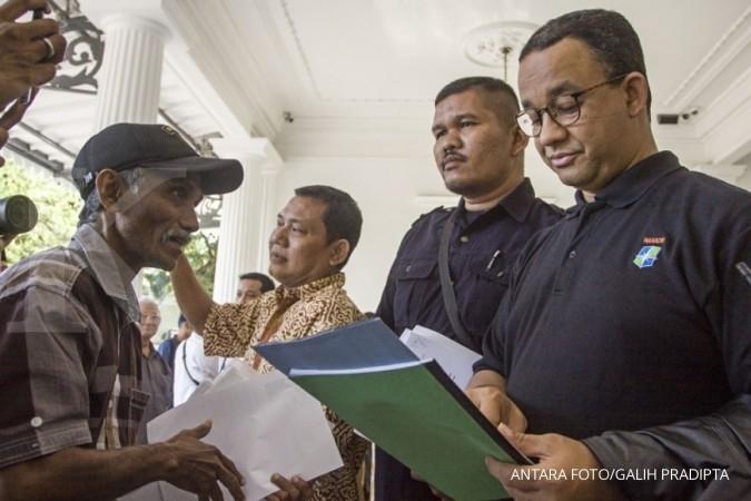 Di Balai Kota, ada aksi unjuk rasa protes pribumi