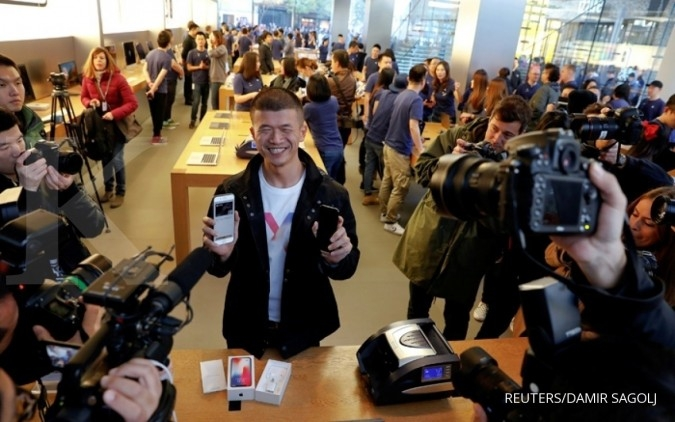 iPhone X dirilis, saham Apple tembus rekor baru