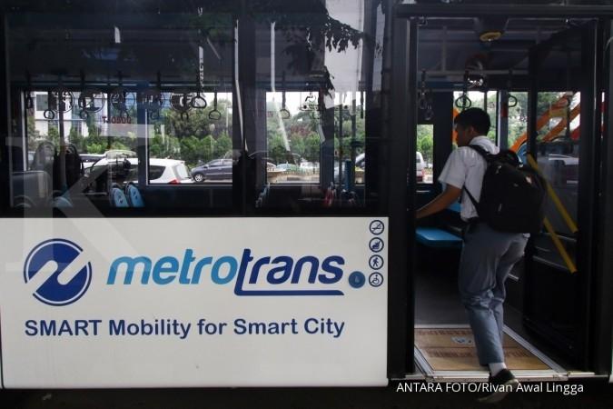 Tepati janji, Anies-Sandi gratiskan buruh DKI naik Transjakarta