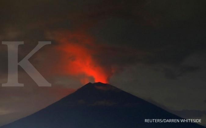 Gunung Agung masih semburkan abu vulkanik