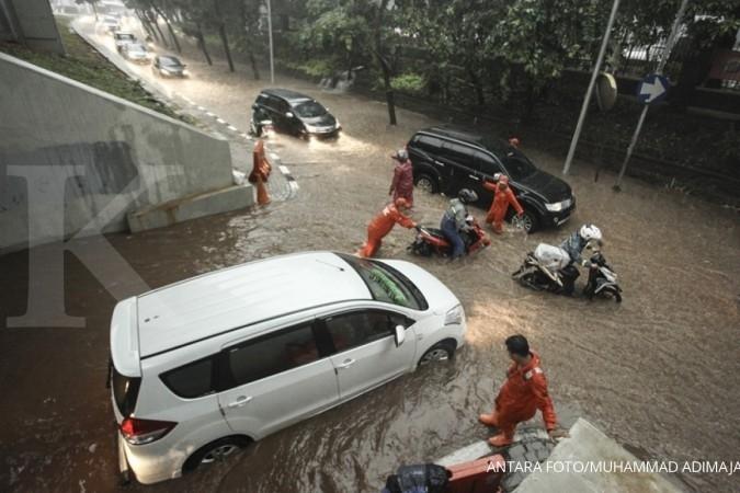 Jokowi minta Basuki dan Pemprov DKI atasi banjir