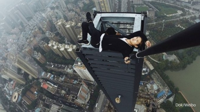 Pendaki atap China terjatuh dari gedung 62 lantai
