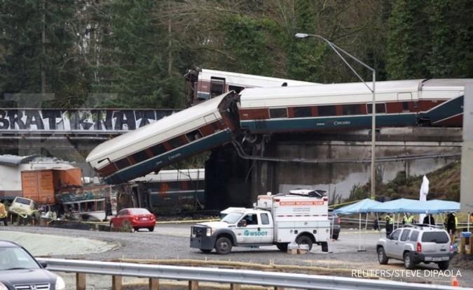 Kereta tergelincir di AS, banyak korban tewas