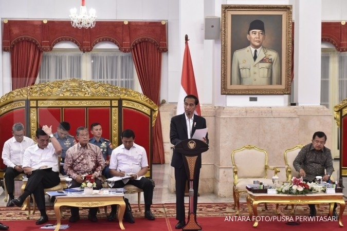 Jokowi questions Indonesia's slow economic growth