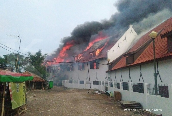 Terdengar ledakan sebelum api membakar Museum Bahari