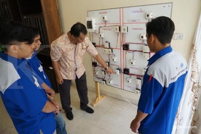 SMCB Holcim beri pelatihan keterampilan otomotif dan kelistrikan di Bogor