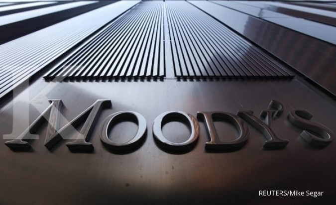 A Moody's sign on the 7 World Trade Center tower is photographed in New York August 2, 2011. Behind all too many of market moves in government debt of late has been a report from one of the major credit ratings agencies. Standard & Poor's is the biggest a