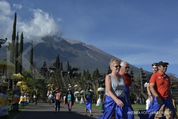 Mount Agung erupts, residents warned to steer clear of danger zone